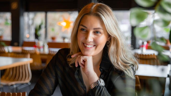 Paulina Hultberg, merkevareansvarlig i Storebrand, på Funky Fresh Foods i Oslo sentrum.