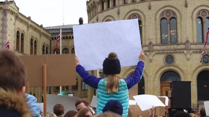 Klimastreik utenfor Stortinget i Oslo.