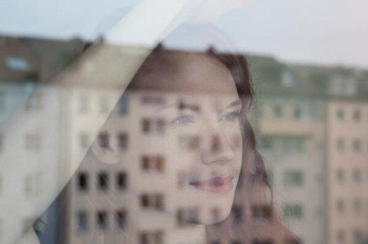 ansikt i vindu