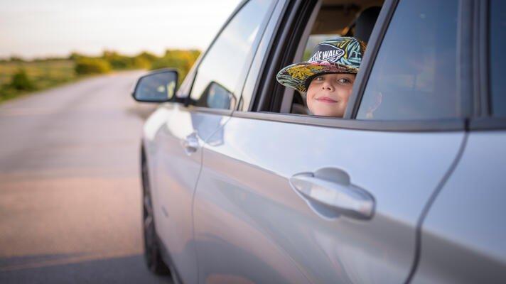 Illustrasjonsfoto: barn i bil