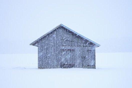 Hytte i snøvær