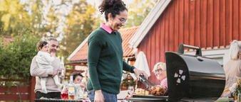Illustrasjonsfoto: grillmiddag i hagen