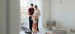En familie på fire som trenger større bolig.