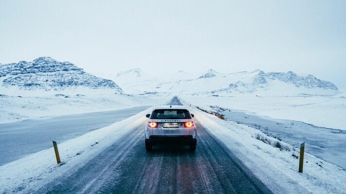 Bil på vinterveier.