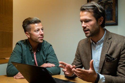 Kristian Skalland Moen og Øyvind Bendz Strøm prater om pensjon